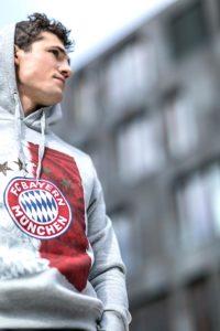 Werbekampange Logo Corporate Behavior FC Bayern Fankollektion